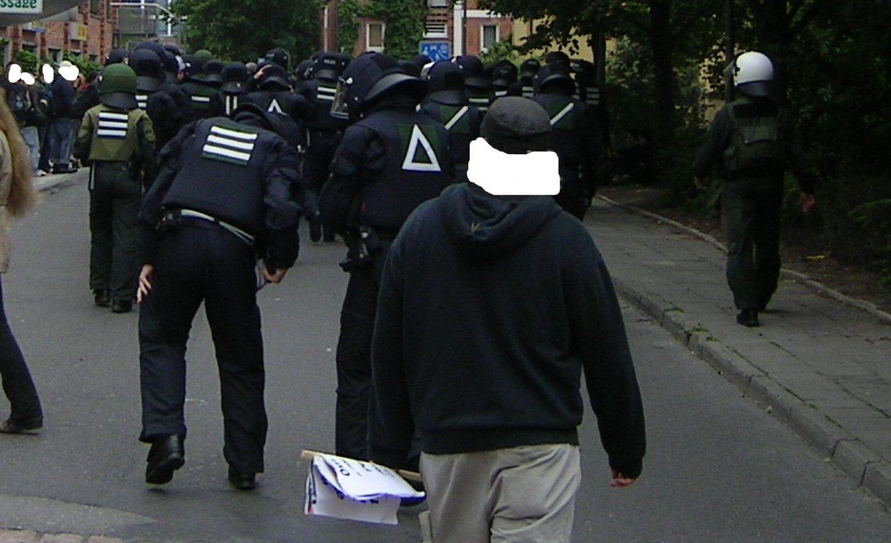 2.6.07 polizei auf der flucht demo rostock
