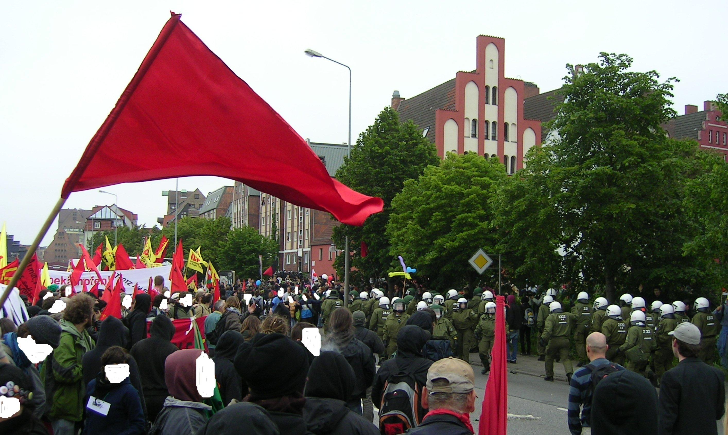 2.6.07 Polizei stürmt in demo rostock